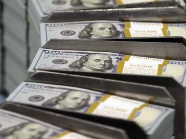 Un estudio afirma que los indocumentados contribuyen con más de $30,000 millones anuales.