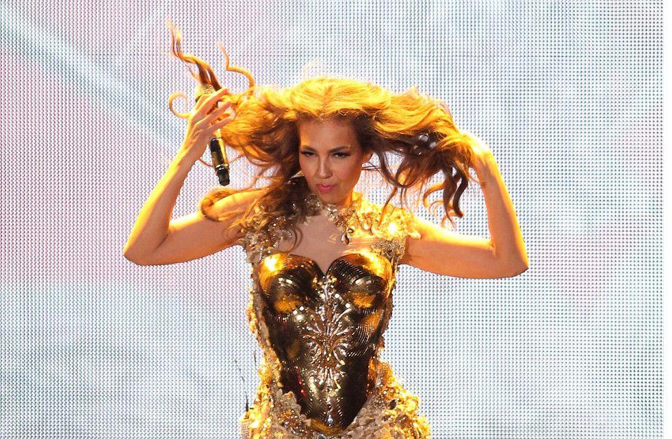 En esta foto de archivo sin fecha, se ve a la cantante mexicana Thalía en el escenario. La también modelo y actriz festeja sus 50 años el 26 de agosto de 2021.