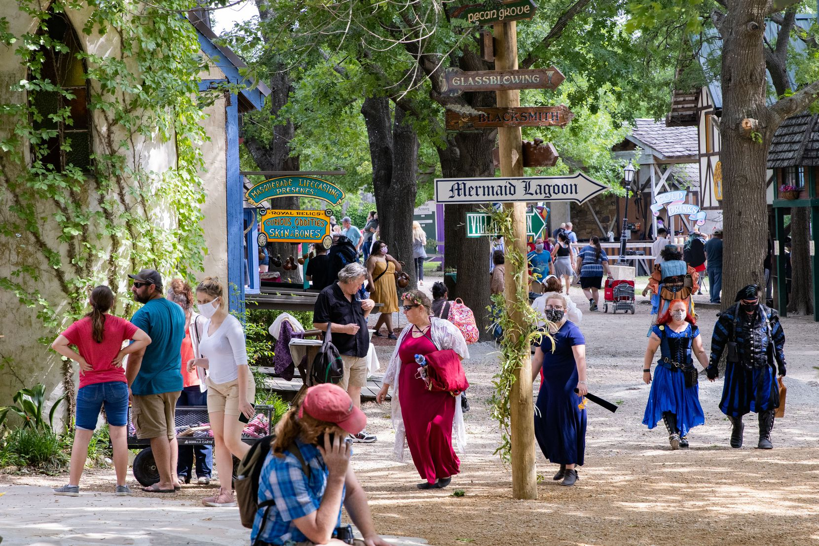 Wear a T-shirt and shorts or go all-out in a period costume. Either way, you'll find something to muse about at Scarborough Renaissance Festival.