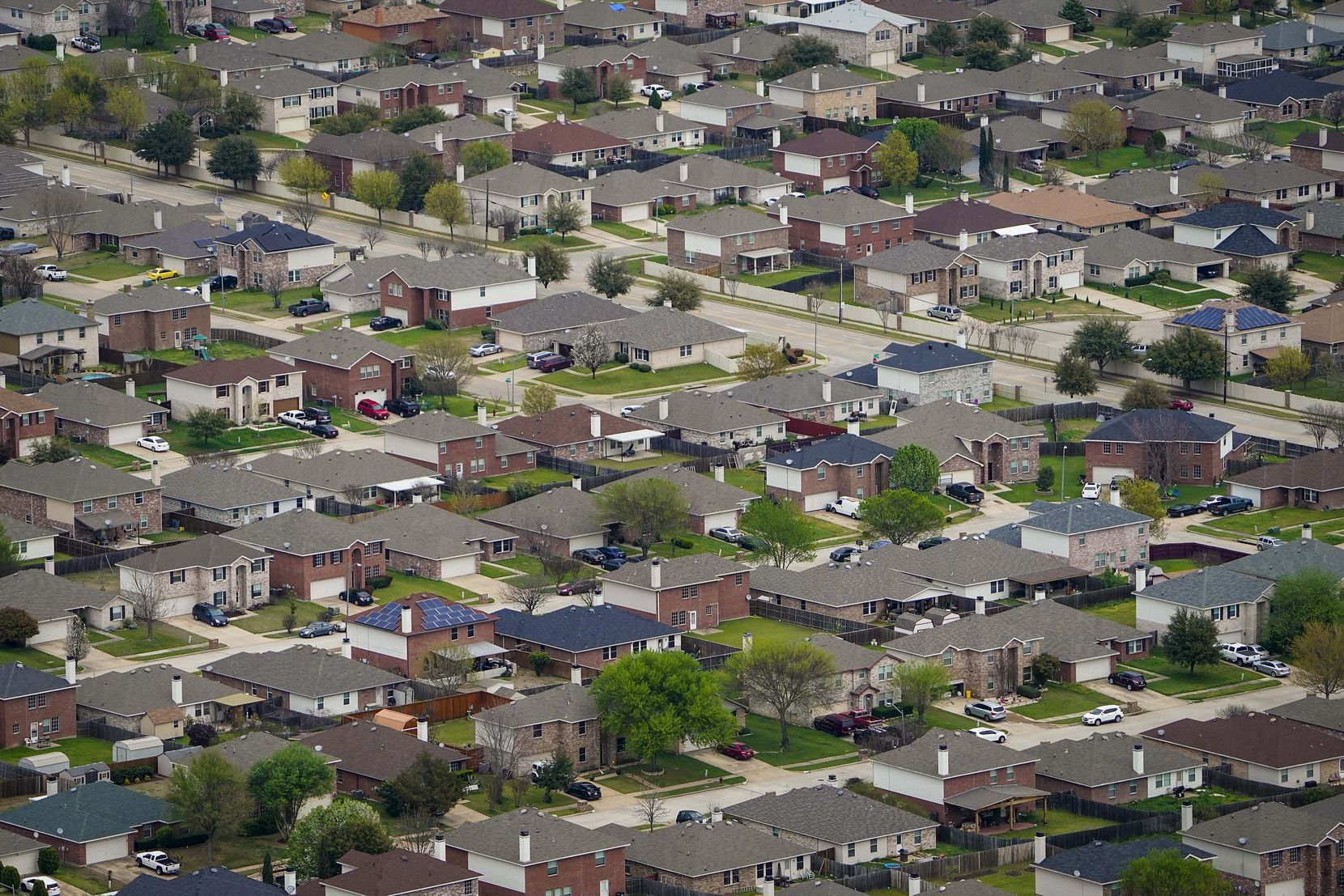 A March 2020 aerial view of homes in Grand Prairie.