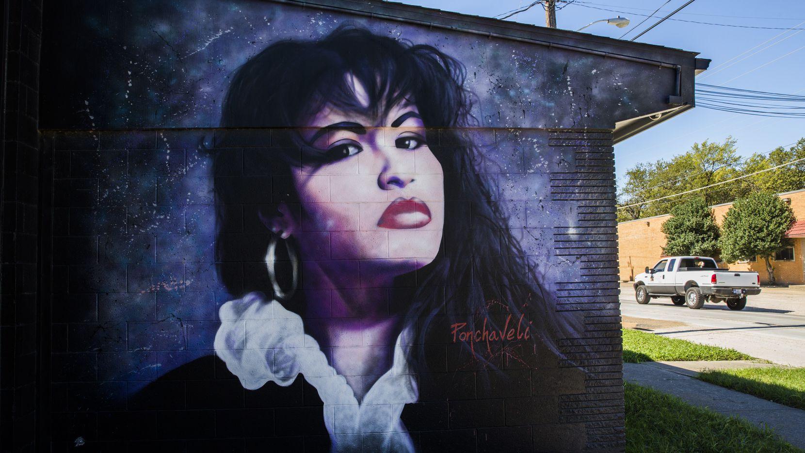 Los murales de Selena se pueden encontrar en Oak Cliff.