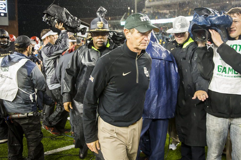 Baylor Bears head coach Art Briles walks off the field after a 44-34 loss to Oklahoma in an NCAA football game at McLane Stadium on Sunday, Nov. 15, 2015, in Waco, Texas. (Smiley N. Pool/The Dallas Morning News)