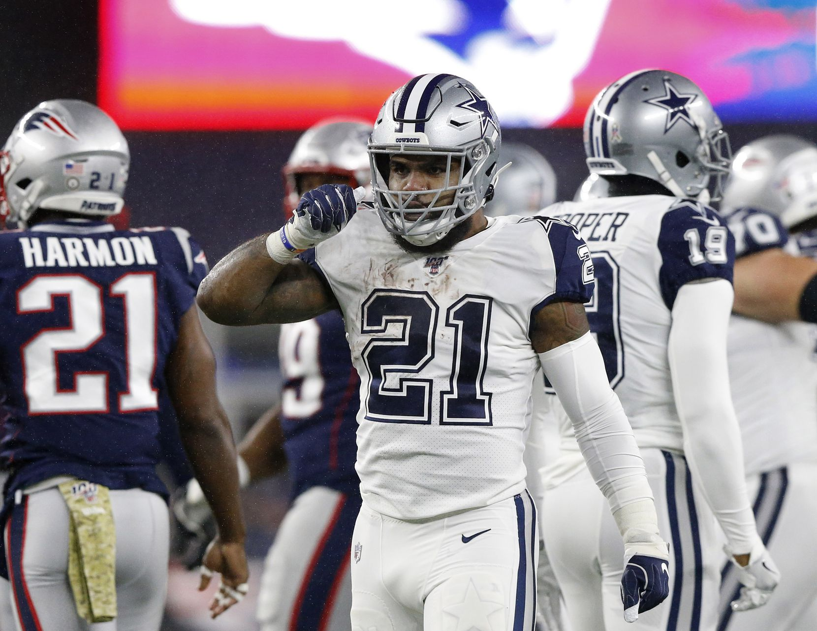 Dallas Cowboys running back Ezekiel Elliott (21) celebrators after picking up a first quarter first down against the New England Patriots at Gillette Stadium in Foxborough, Massachusetts Sunday, November 24, 2019. (Tom Fox/The Dallas Morning News)