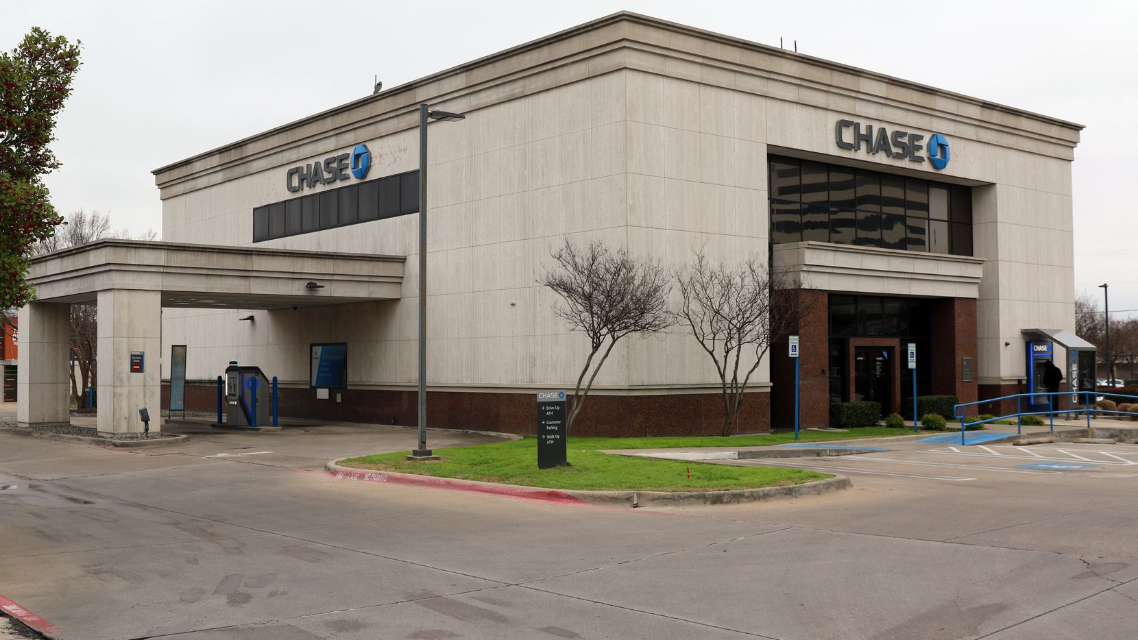 The Chase Bank on Coit Road in Richardson is where a Dallas woman came to announce she thought she was being scammed. Banks have new power to put a freeze on potential scam victims, but that didn't happen here.