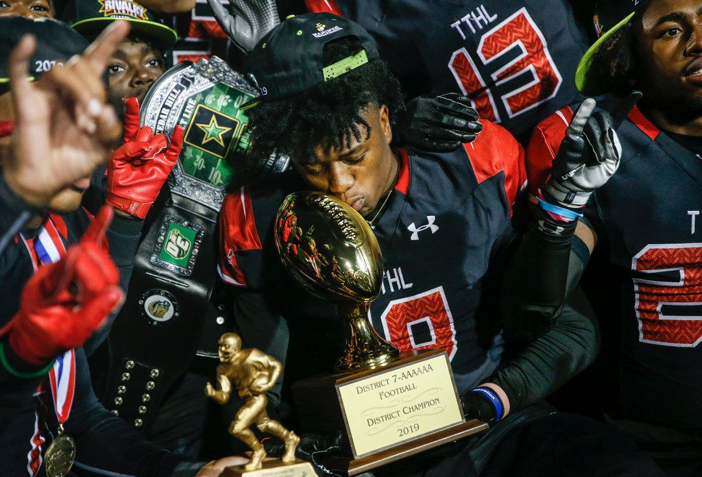 The Cedar Hill Longhorns celebrate their 7-6A district championship win over the DeSoto Eagles on Thursday, Nov. 7, 2019. (Ryan Michalesko/The Dallas Morning News)