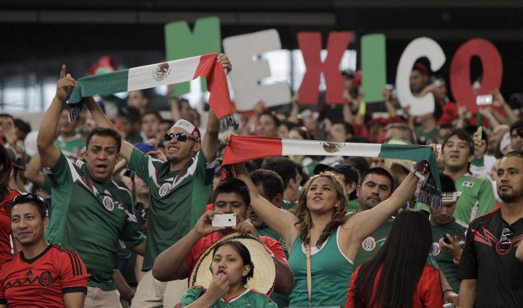 Los seguidores de la selección mexicana muestran su pasión en todos los estadios donde se presentan.