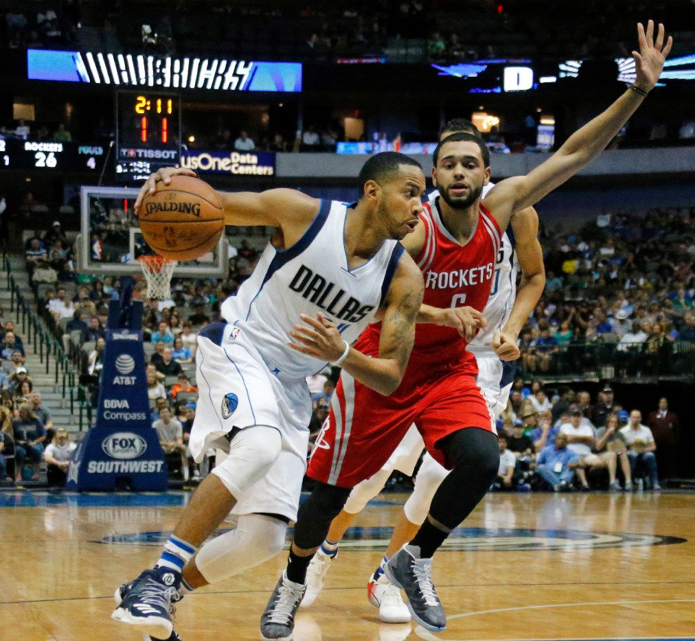 Devin Harris, here driving against Houston's Tyler Ennis, will be in a walking boot for three weeks while a significant sprain to his right big toe heals.  (Louis DeLuca/The Dallas Morning News)