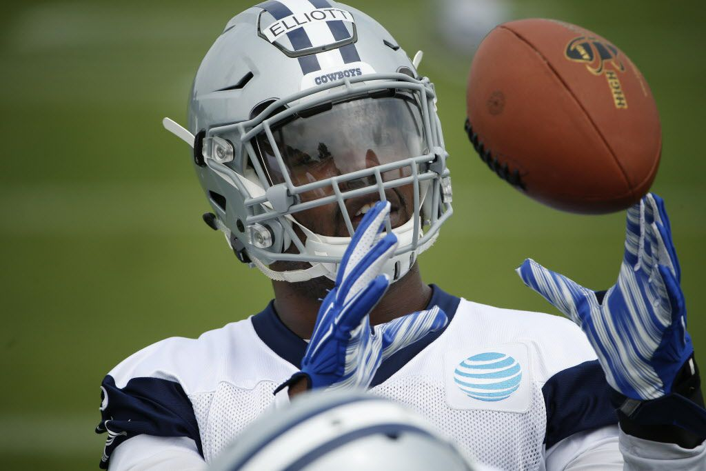 Dallas Cowboys running back Ezekiel Elliott (21) catches the ball on the field during organized team activities at Cowboys headquarters in Irving, Texas Wednesday May 25, 2016. (Andy Jacobsohn/The Dallas Morning News)