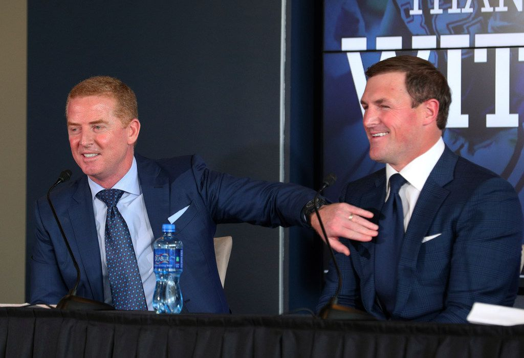 Dallas Cowboys head coach left, taps tight end Jason Witten, right, during a news conference where Witten announced his retirement from football at the NFL team's training facility and headquarters, Thursday, May 3, 2018, in Frisco, Texas (AP Photo/Richard Rodriguez)