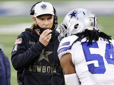 Dallas Cowboys defensive coordinator Mike Nolan listens to middle linebacker Jaylon Smith (54) during a second quarter timeout against the Pittsburgh Steelers at AT&T Stadium in Arlington, Texas Sunday, November 8, 2020.