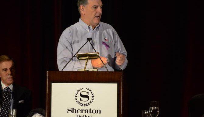El alcalde de Dallas Mike Rawlings habla durante un evento para promover la prevención de la violencia doméstica. (DMN/KRISTEN KEARSE)