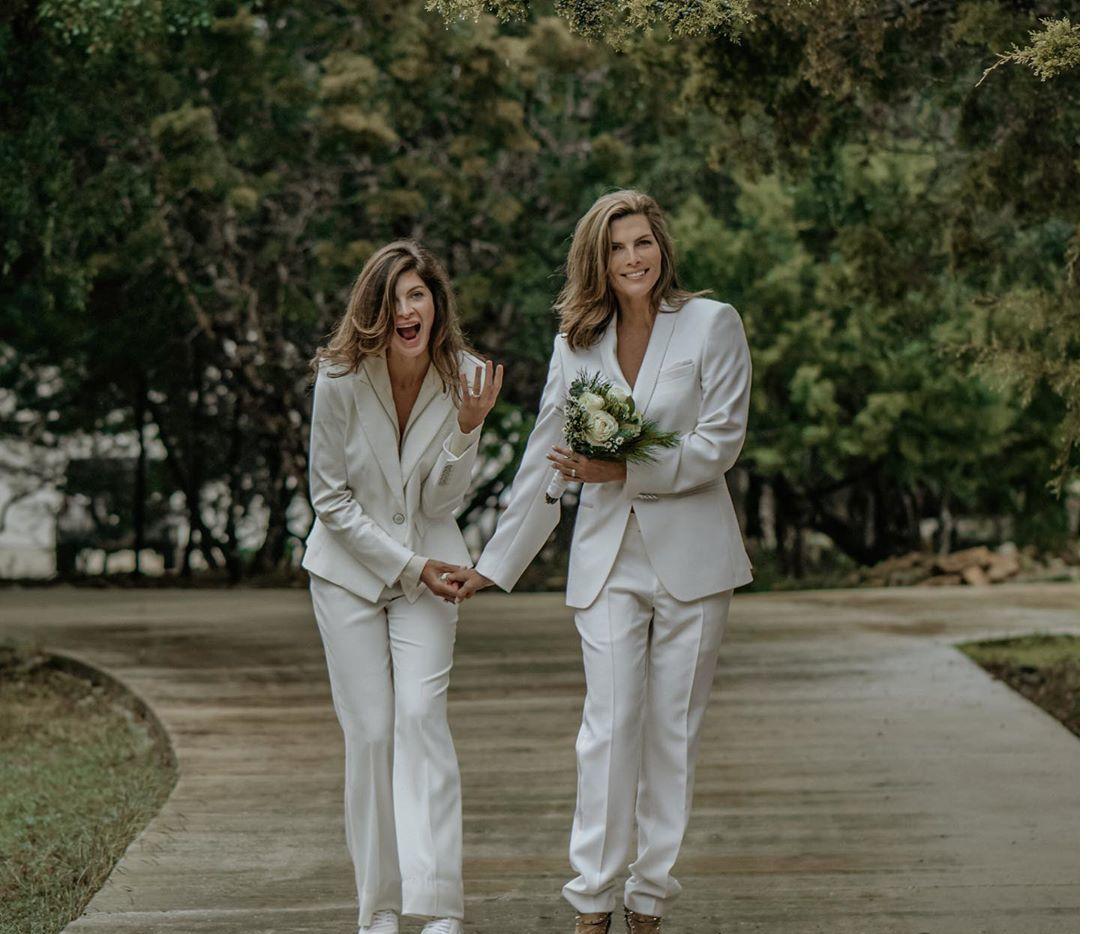 """La modelo Yaya Kosikova (izq.) y la conductora Montserrat Oliver (der.) """"destaparon"""" su matrimonio a través de una fotografía que compartió Oliver en su cuenta de Instagram"""