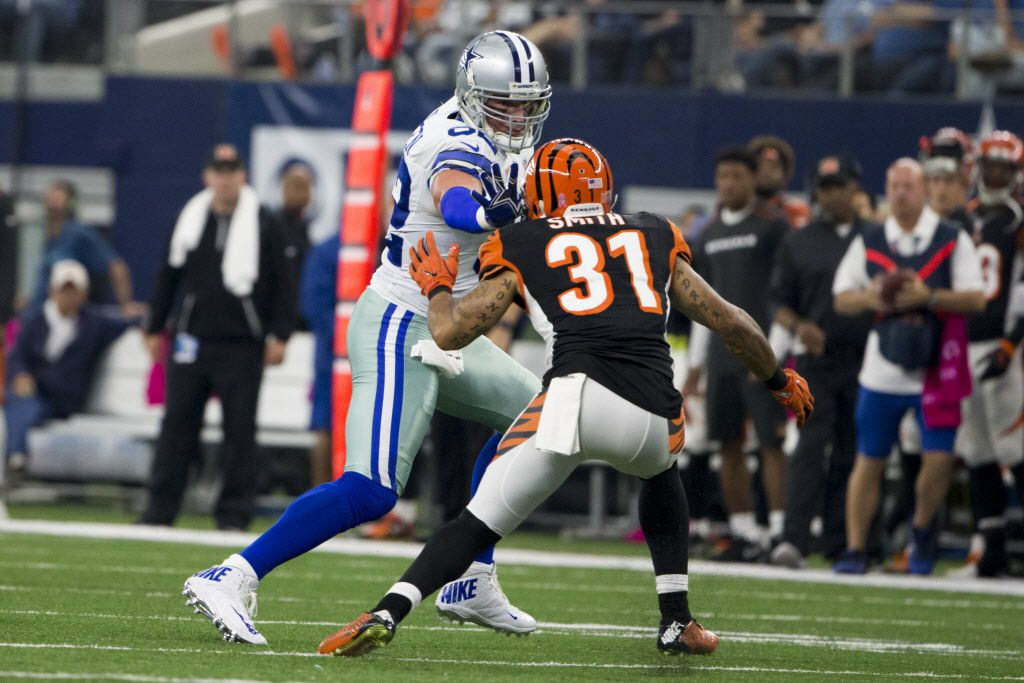 Dallas Cowboys tight end Jason Witten (82) still-arms Cincinnati Bengals free safety Derron Smith (31) in the first quarter during the NFL football between the Cincinnati Bengals and Dallas Cowboys at AT&T Stadium on Oct. 9, 2016 in Arlington, Texas. Cowboys win 28-14. (Ting Shen/The Dallas Morning News)
