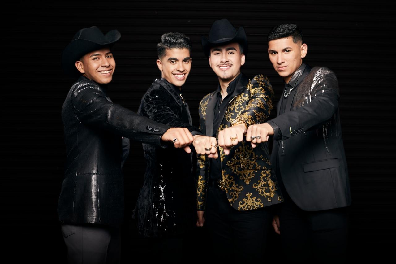 """Integrantes de Nuevo Elemento, Yahir """"Choco"""" Garduño, Héctor Osobampo, Danny Rea y Alejandro """"Bebo"""" Garfias posan para una foto. (De izquierda a derecha)"""