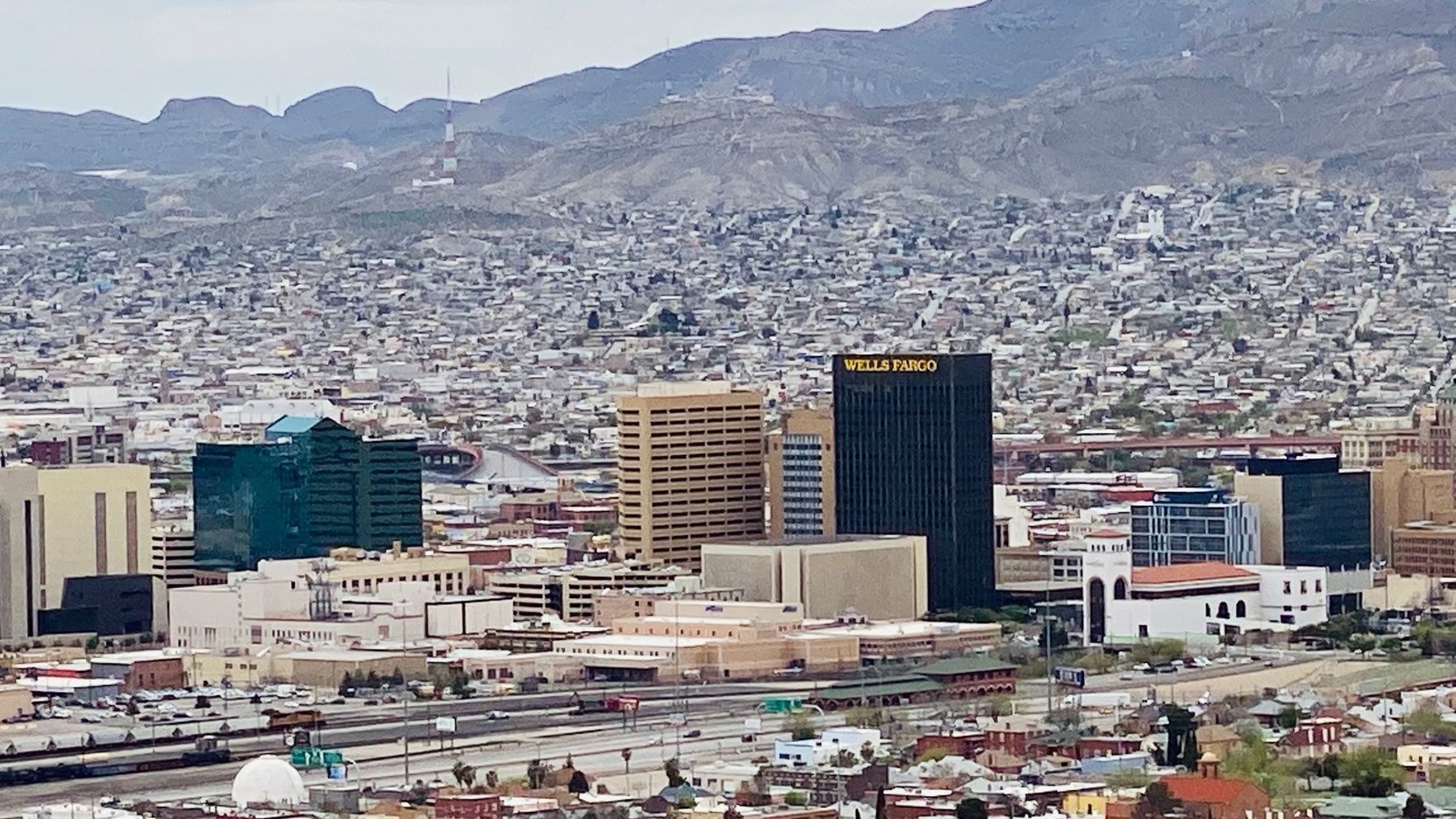 Vista panorámica de los centros de El Paso y Ciudad Juárez.