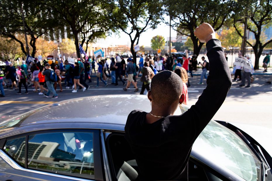 Jakori Handsbur raised his fist in solidarity with demonstrators.