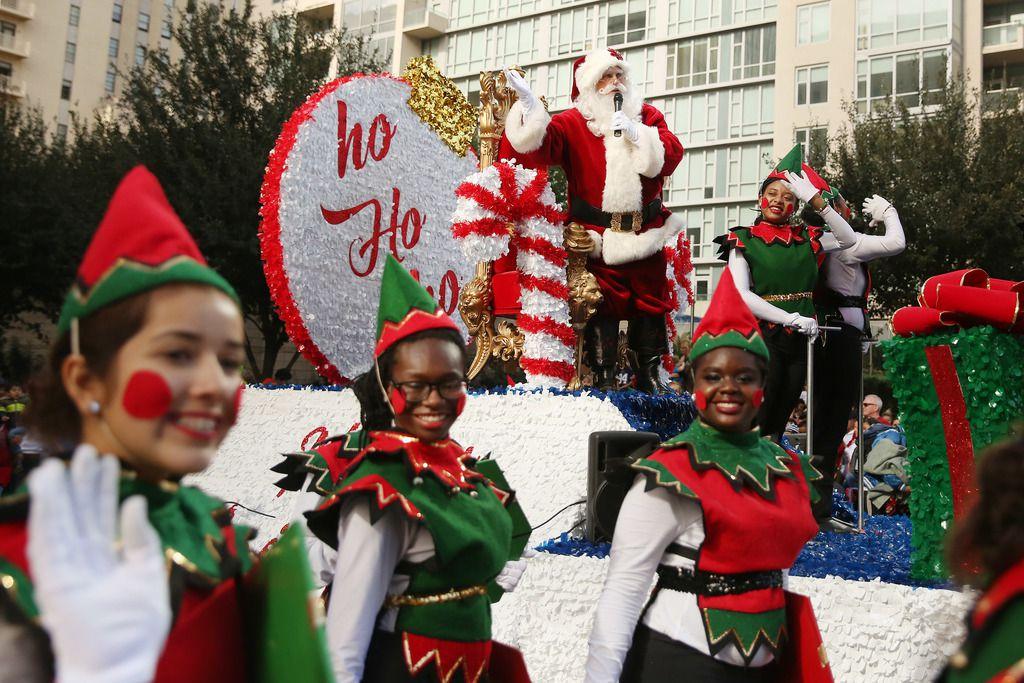 Desfile Navideño en el centro de Dallas. (Andy Jacobsohn/The Dallas Morning News)