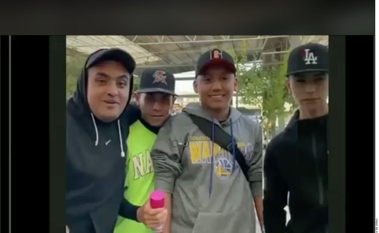 Estos serían los cuatro jóvenes rastreados por las agresiones. (Toma de Twitter)