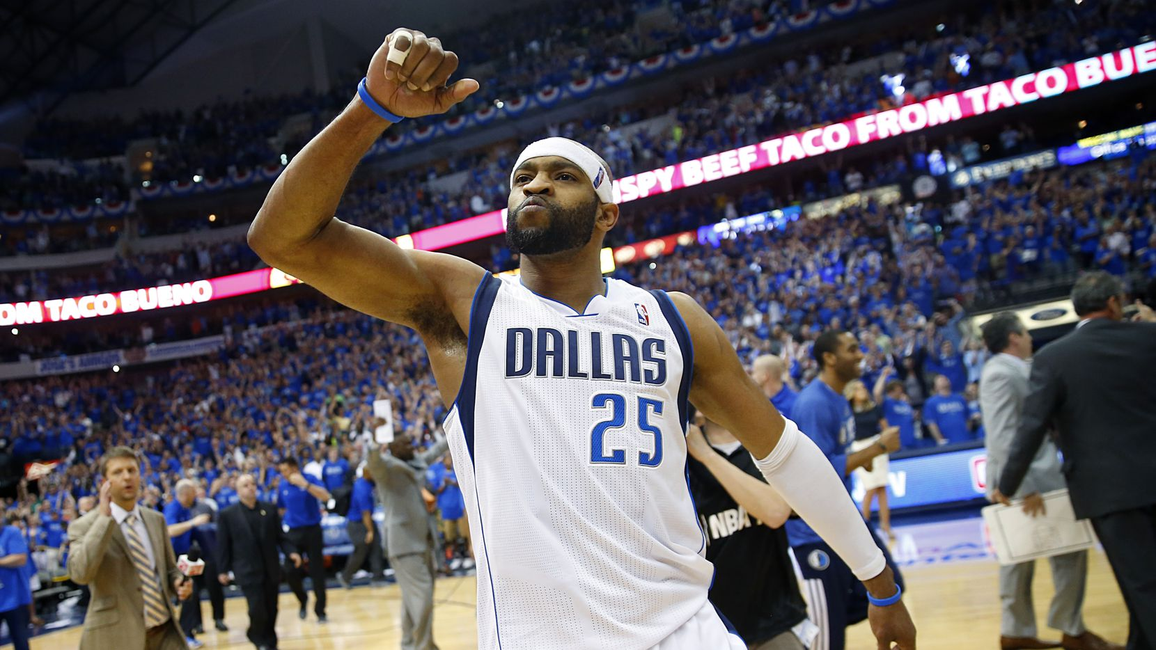 Dallas Mavericks guard Vince Carter (25) beats his chest and acknowledges the cheers from the crowd as he walks off the court following his game winning three pointer against the San Antonio Spurs in1 the NBA Western Conference Quarterfinals Game 3 at the American Airlines Center in Dallas, Texas, Saturday, April 26, 2014.