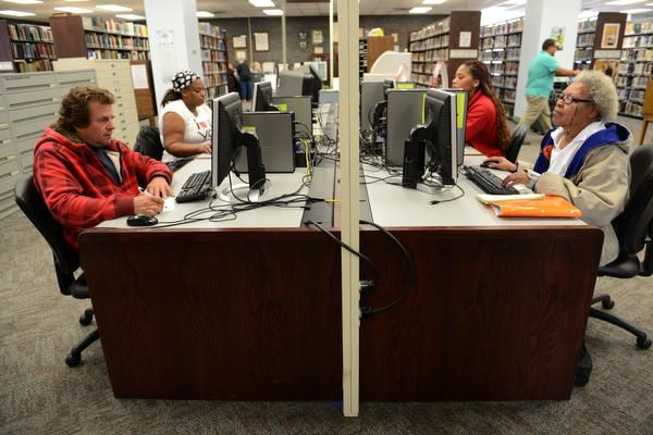 La Biblioteca Pública de Mesquite ofrece un programa para ayudar a las personas que buscan empleo.