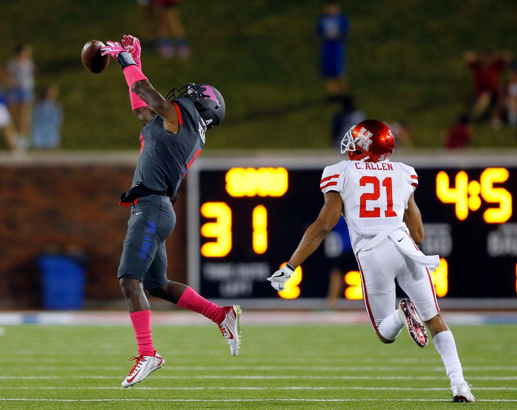 Southern Methodist Mustangs defensive back Rodney Clemons (8) tries to intercept a pass intended for Houston Cougars wide receiver Chance Allen (21) in the second half at Gerald J. Ford Stadium in University Park, Texas, Saturday, October 22, 2016. SMU upset Houston, 38-16.  (Tom Fox/The Dallas Morning News)