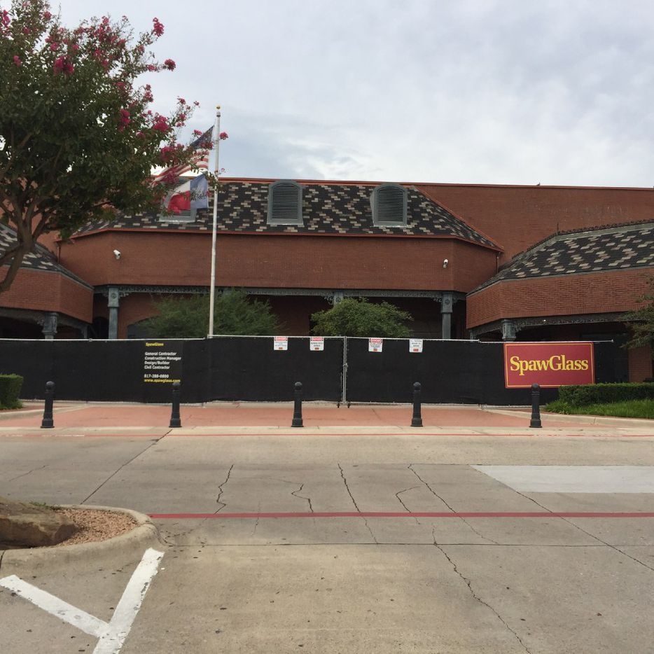 A closed grocery store on Thursday, August 13, 2017 at 4349 W. Northwest Highway in Dallas. It had been an Albertsons and then a Minyard Sun Fresh Market. In spring 2018, this location will reopen as Central Market. (Maria Halkias/The Dallas Morning News)