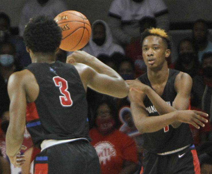 Duncanville forward Ron Holland (1), passes to guard C.J. Ford during first half action against Richardson. The two teams played their Class 6A state semifinal boys basketball playoff game at Moody Coliseum on the campus of SMU in Dallas on March 9, 2021. (Steve Hamm/ Special Contributor)