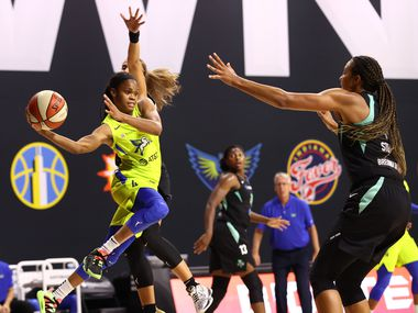PALMETTO, FL - JULY 29: Moriah Jefferson #4 of the Dallas Wings  handles the ball against the New York Liberty on July 29, 2020 at Feld Entertainment Center in Palmetto, Florida. NOTE TO USER: User expressly acknowledges and agrees that, by downloading and/or using this Photograph, user is consenting to the terms and conditions of the Getty Images License Agreement. Mandatory Copyright Notice: Copyright 2020 NBAE