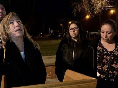 Jonathan Durán, María de la Luz Alvarado, Rubí Faz y Angélica Reyna, familiares de las víctimas, fueron testigos de la ejecución de Abel Ochoa en la prisión de Huntsville, Texas. En la imagen, Alvarado agradece a Dios que se haya hecho justicia.