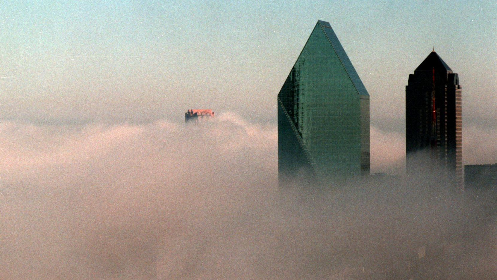 Fountain Place rises above an early morning fog in Dallas in 1988.