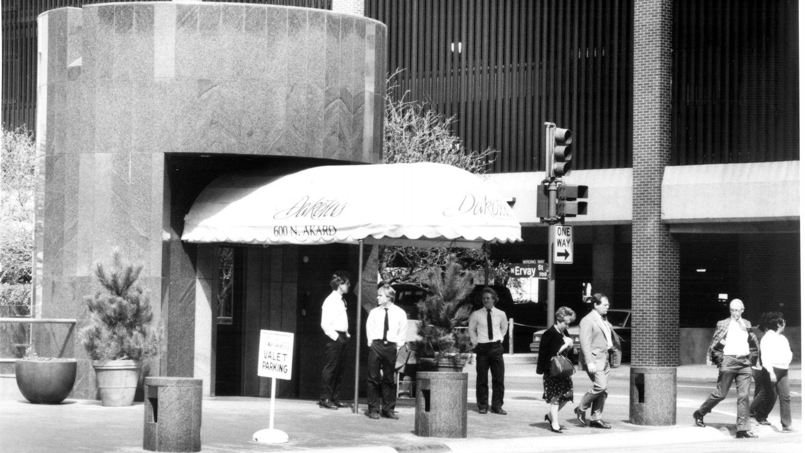 Image published in 03-12-1985 of Dakota's restaurant.