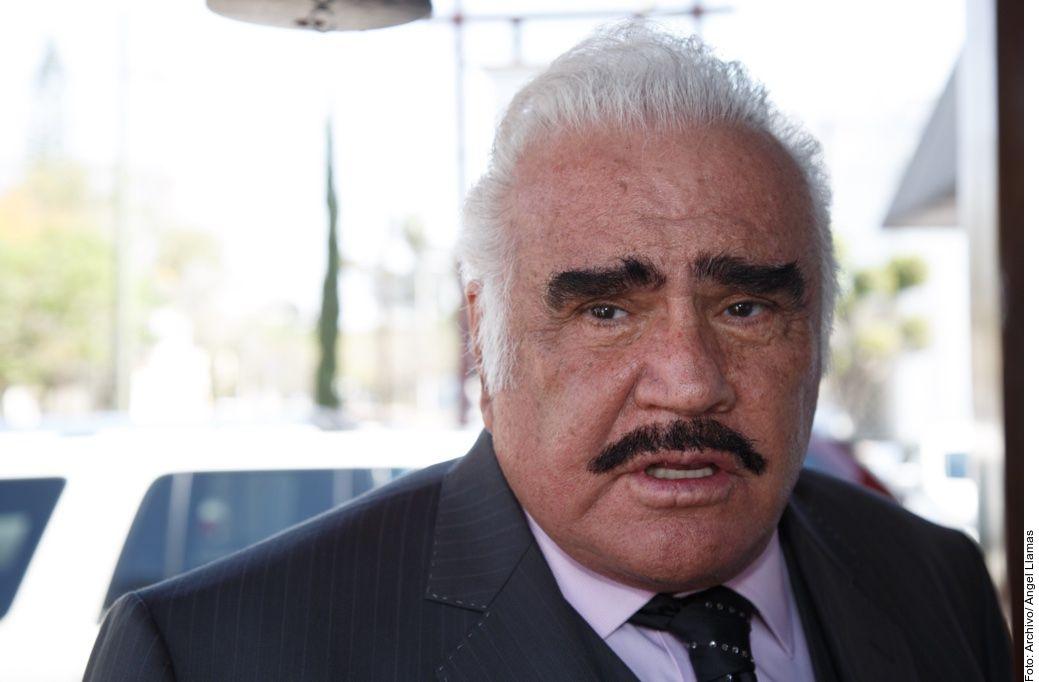 Vicente Fernández, de 80 años, está súper bien cuidado por su familia, más en tiempos de covid-19, tanto que están restringidas las visitas en su rancho Los 3 Potrillos, afirmó su nieto Alex Fernández.