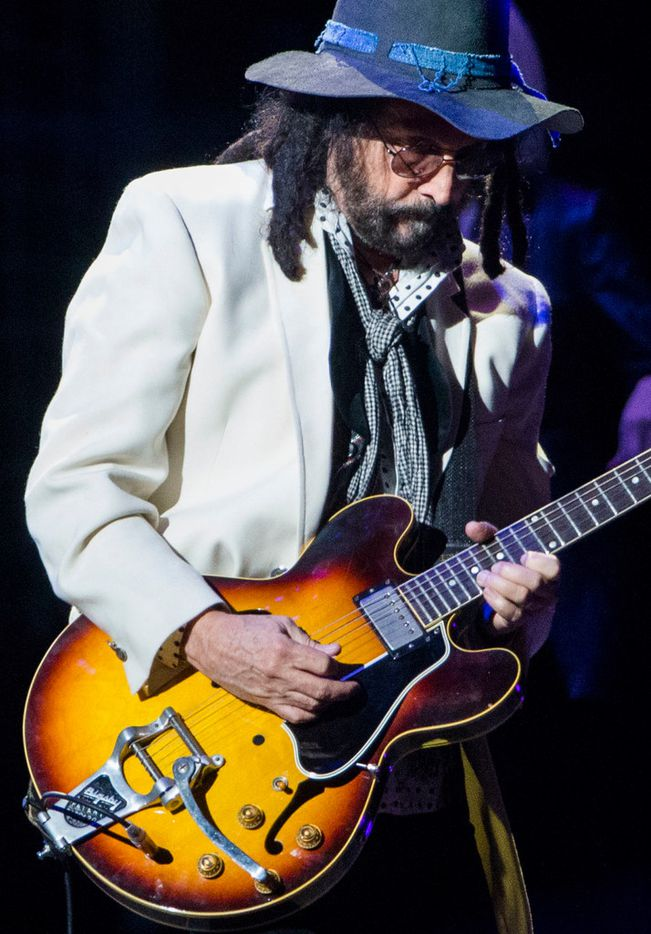 Fleetwood Mac guitarist Mike Campbell