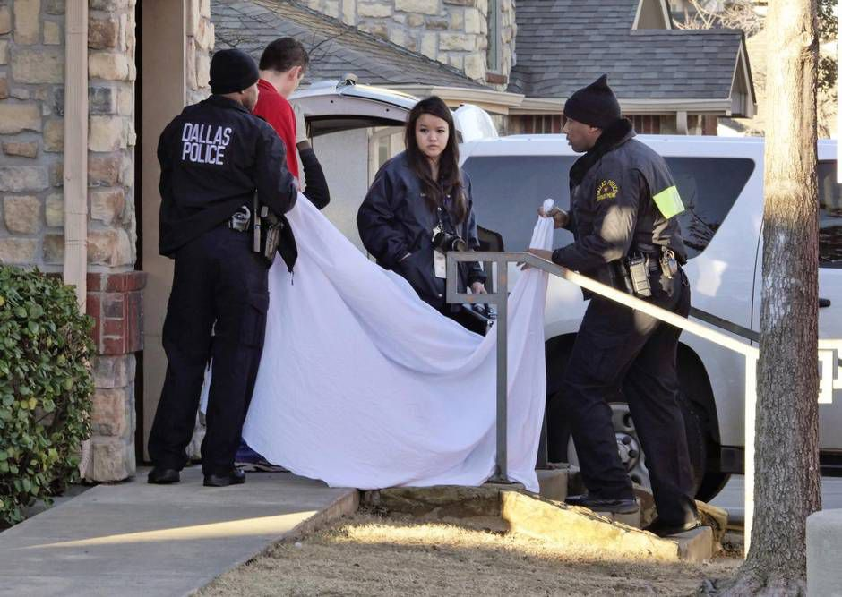 Dallas police officers used a sheet to cover the doorway as an infant's body was removed from a Red Bird-area apartment on Jan. 26, 2015. Two-month-old Justice Hull died while living with a family friend because her mother was in jail.