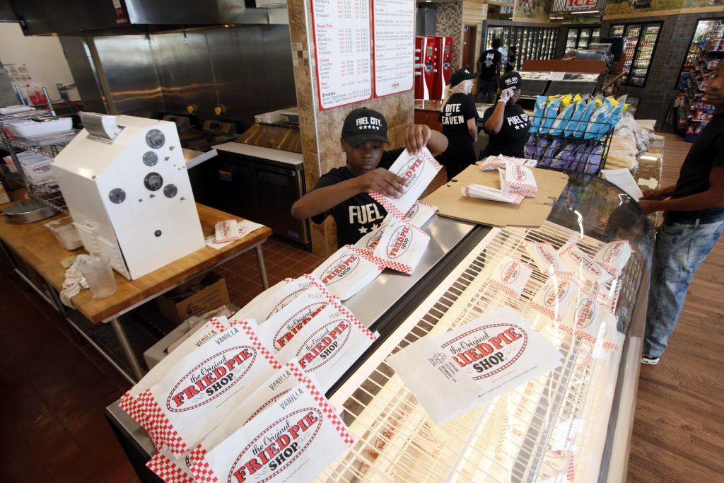 Darlene Freeman organizes bags for pies that will be sold at the new Fuel City gas station, on Wednesday, Sept. 23, 2015 in Mesquite. Ben Torres/Special Contributor
