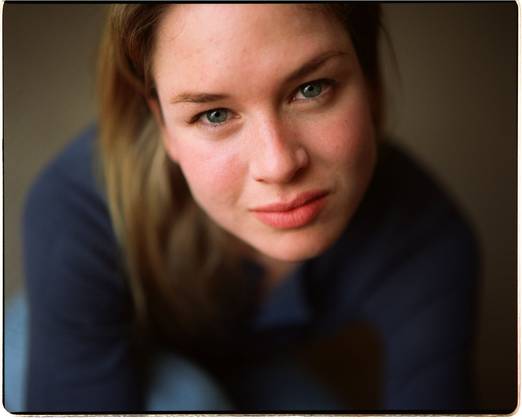 Renée Zellweger relaxes during a portrait session at The Mansion on Turtle Creek in 1998.