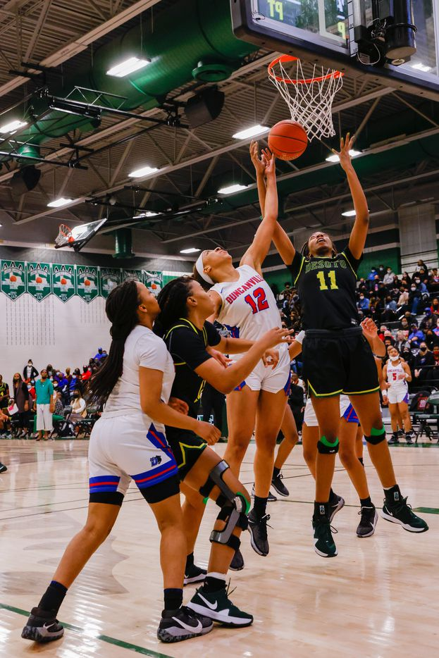 DeSoto's Tionna Herron (11) attempts to block against Duncanville's Zaria Rufus (12) during the first half of a UIL girls basketball Class 6A Region II in Waxahachie on Tuesday, March 2, 2021. (Juan Figueroa/ The Dallas Morning News)