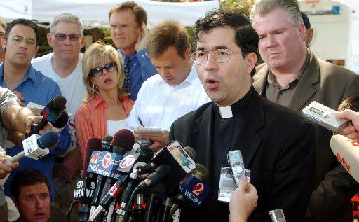 Rev. Frank Pavone speaks to reporters shortly after it was annouced Terri Schiavo had died, outside the Woodside Hospice, Thursday morning, March 31, 2005, in Pinellas Park, Fla.