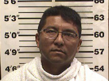 Ramón Santuario Mendoza fue arrestado por varios casos de indecencia con un menor.  CONDADO DE NAVARRO