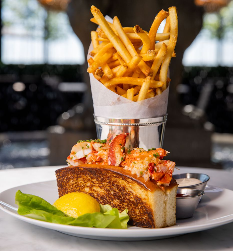The lobster roll at RH Rooftop Restaurant is a good choice.