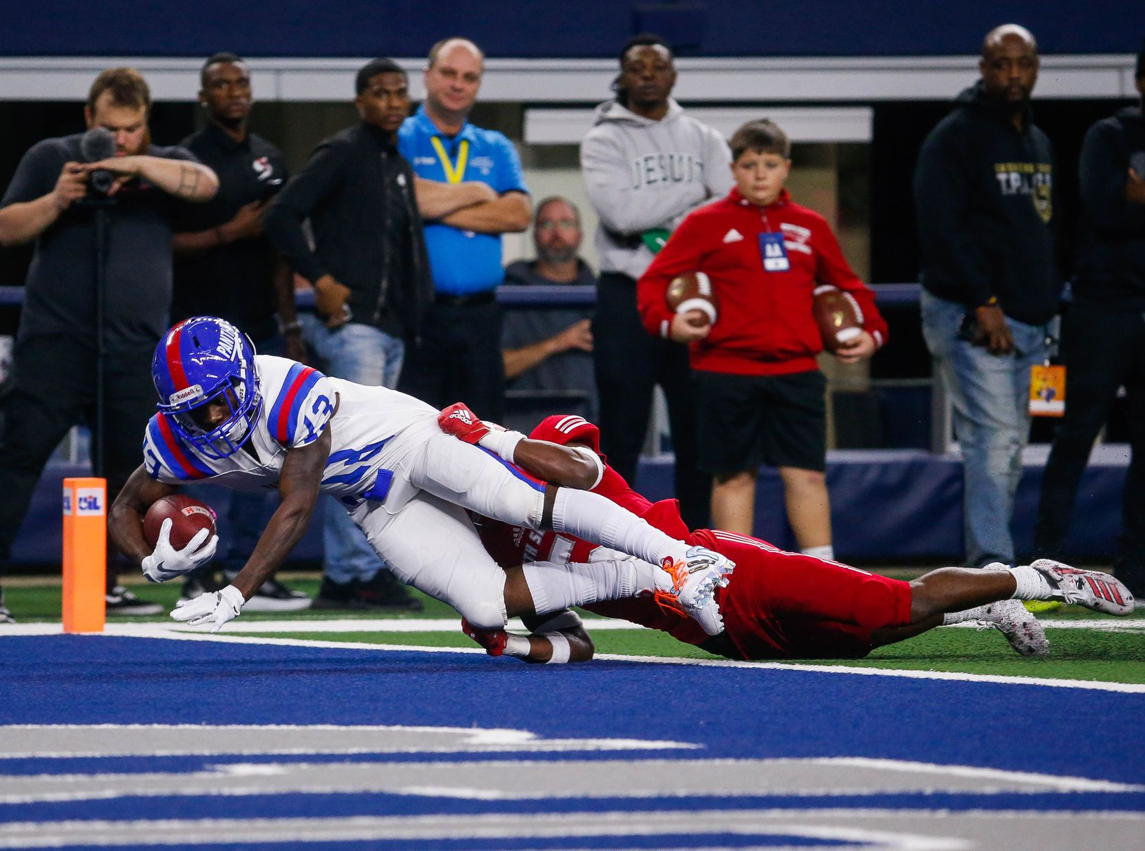 Duncanville's Roderick Daniels (13) scores a touchdown while being tackled by North Shore's Upton Stout (5) in the second quarter of a Class 6A Division I state championship game at the AT&T Stadium in Arlington, on Saturday, December 21, 2019. The game is tied 17-17 at halftime. (Juan Figueroa/The Dallas Morning News)