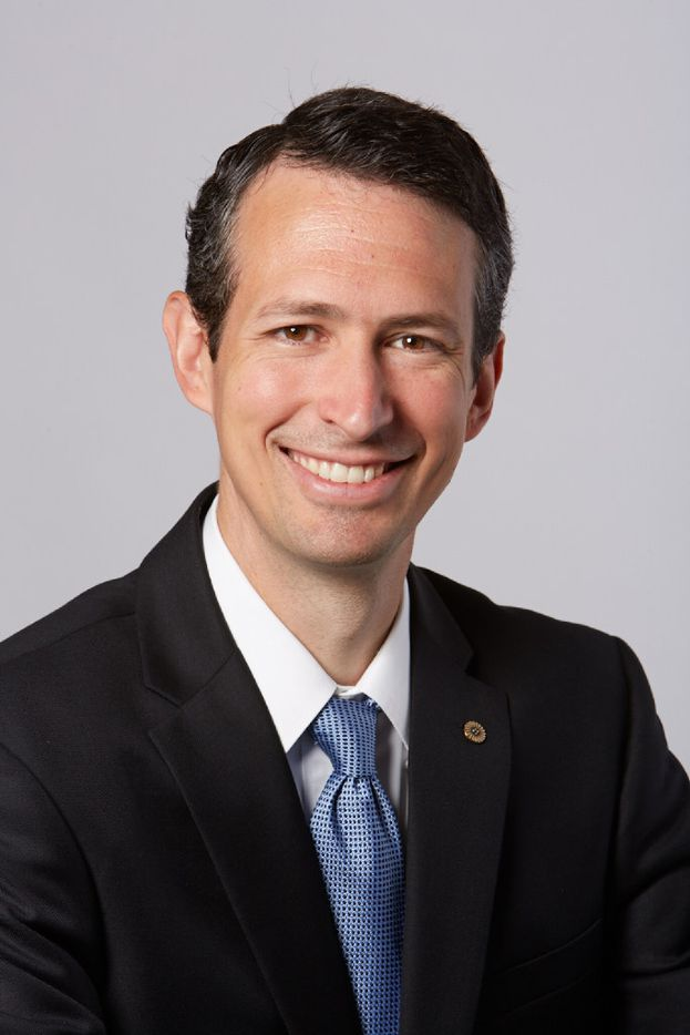 Frost Bank named Grant Simmons senior vice president in Dallas.