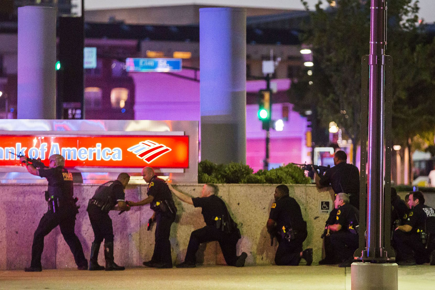 Dallas Police respond after shots were fired at a Black Lives Matter rally in downtown Dallas on Thursday, July 7, 2016. (Smiley N. Pool/The Dallas Morning News)