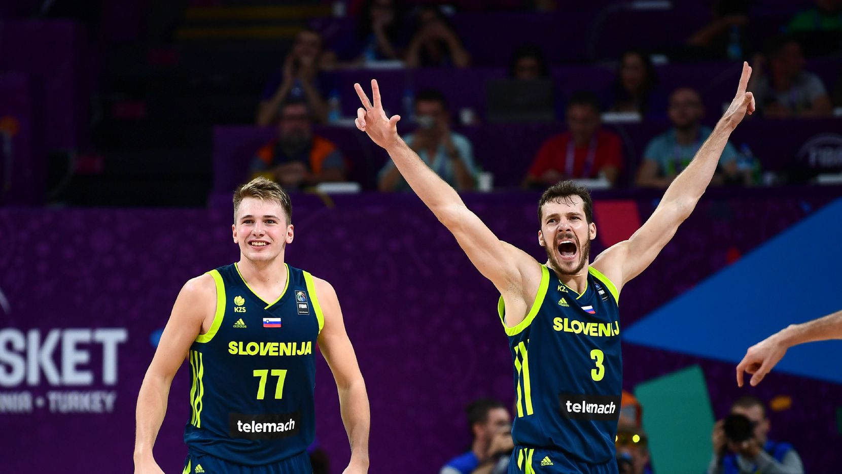 Slovenia's guard Luka Doncic (C) and Goran Dragic (R) celebrate after scoring during the FIBA Eurobasket 2017 men's semi-final basketball match between Spain and Slovenia at the Fenerbahce Ulker Sport Arena in Istanbul on September 14, 2017. / AFP PHOTO / OZAN KOSE
