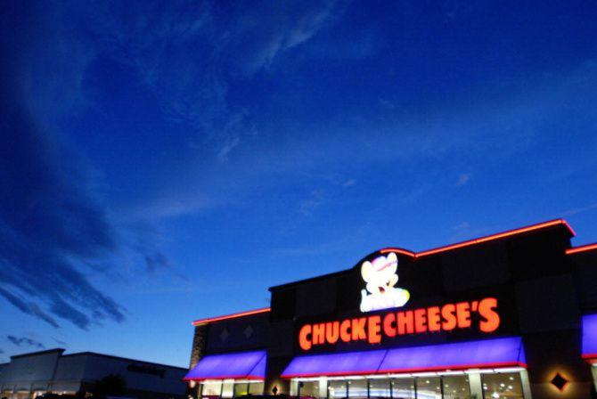 Chuck E. Cheese volverá a tener horarios especiales los domingos para niños con autismo.