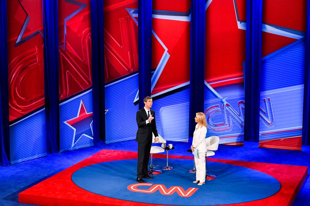 Democratic presidential candidate Beto O'Rourke takes part in a live CNN Town Hall from Drake University in Des Moines, Iowa, on May 21, 2019. At right is moderator Dana Bash.