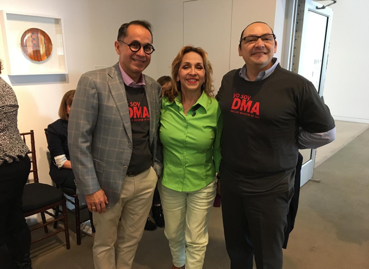 El director del DMA Agustín Arteaga (izq.), la voluntaria Cris Romero y Francisco de la Torre, cónsul de México en Dallas. (ESPECIAL PARA AL DÍA/JAVIER GIRIBET)