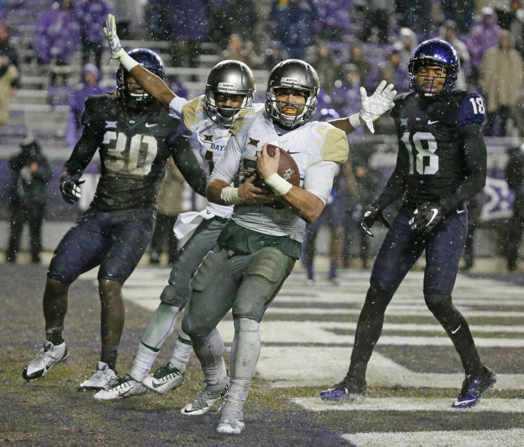 Baylor Bears running back Devin Chafin (28) catches a touchdown pass in the first overtime of Baylor's 28-21 loss during the Baylor University Bears vs. the TCU Horned Frogs NCAA football game at Amon G. Carter Stadium in Fort Worth on Friday, November 27, 2015. (Louis DeLuca/The Dallas Morning News)