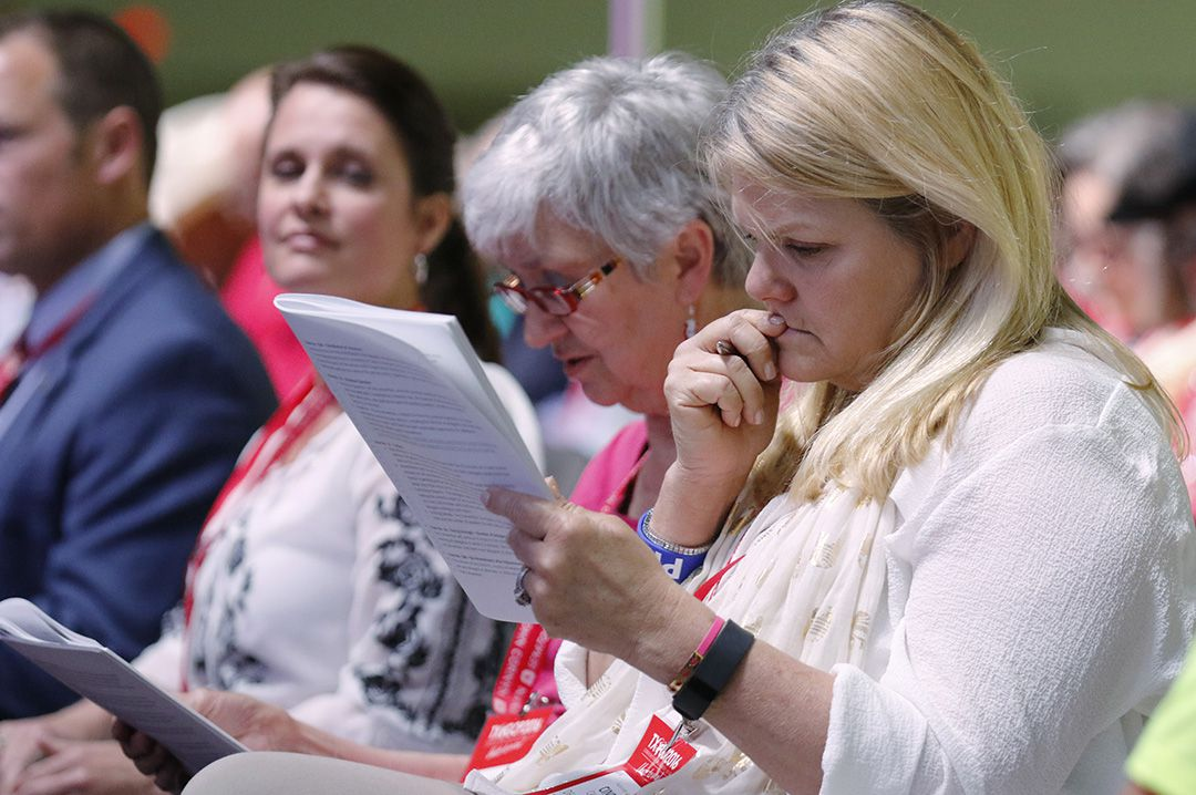 Delegates Cindi Castilla (right) and Barbara J. Stauffer studied the rules during the state Republican Convention on Friday. (David Woo/The Dallas Morning News)