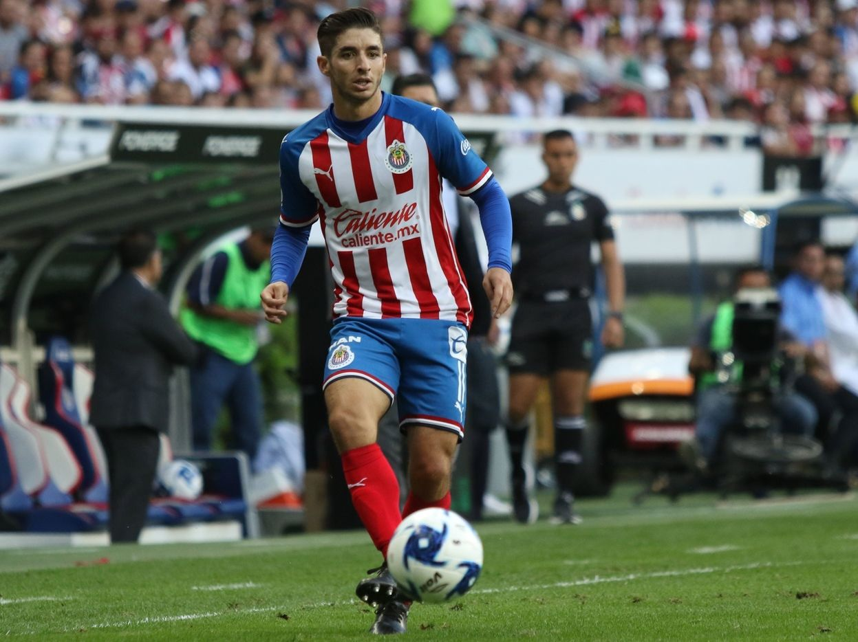 Isaac Brizuela suma 10 torneos con Chivas de Guadalajara y es una de las figuras del equipo para el Torneo Apertura 2020.